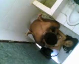 Ngintip orang ngesek di toilet